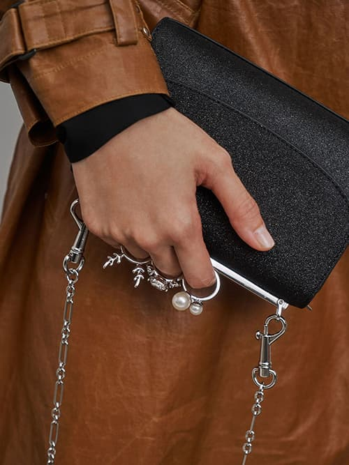 Glittered Knuckle-Ring Clutch, Black Textured